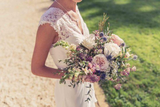 bouquet-mariee-fleurs-de-jardin-wildflowers-eduadecore-fleuriste-poitou-limousin-touraine