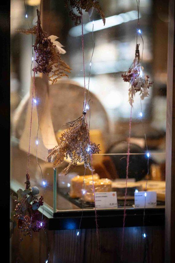 decoration-noel-rouge-eduadecore-photo-ludozme-fromagerie-jeremie-chosson-poitiers (3)