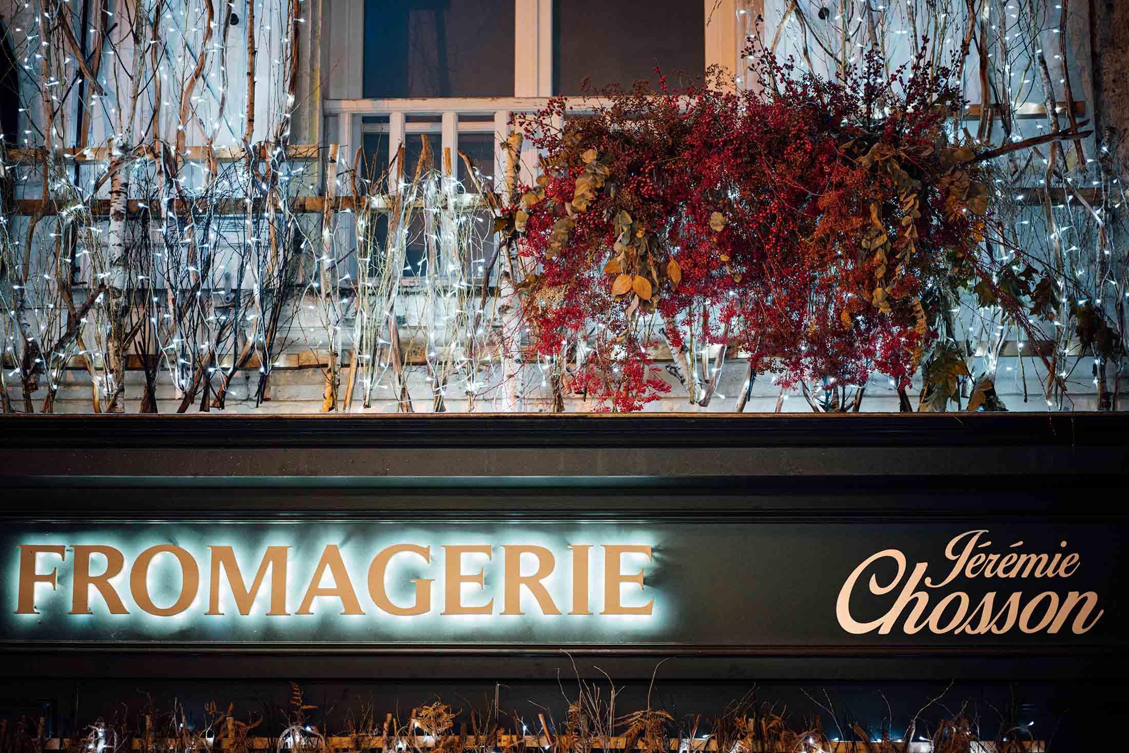 decoration-noel-rouge-eduadecore-photo-ludozme-fromagerie-jeremie-chosson-poitiers (48)